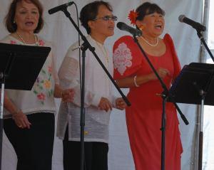 singers philipino festival