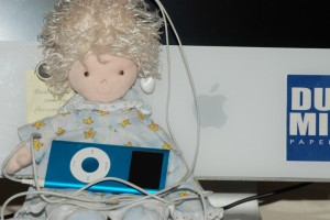 Angie w-iPod
